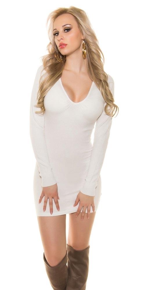 Bílé mini šaty ke kozačkám