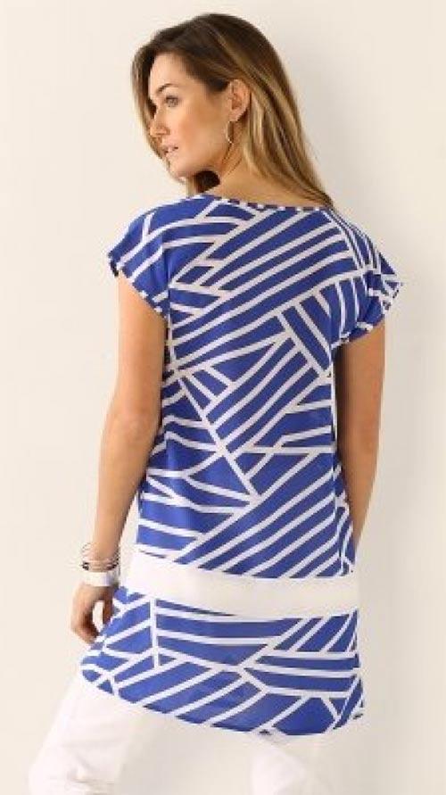 Modrá tunika s grafickým vzorem