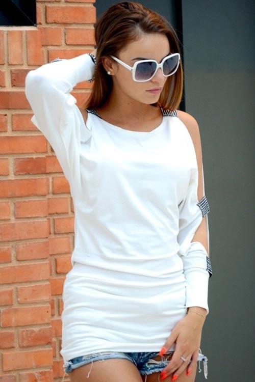 Bílá delší dámská tunika s dlouhým rukávem s průstřihyBílá delší dámská tunika s dlouhým rukávem s průstřihy