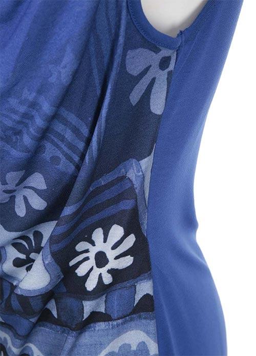 Modrá tunika s výrazným potiskem