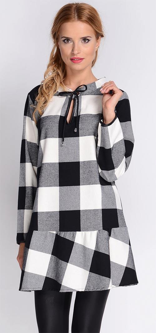Černobílé kostkované šaty