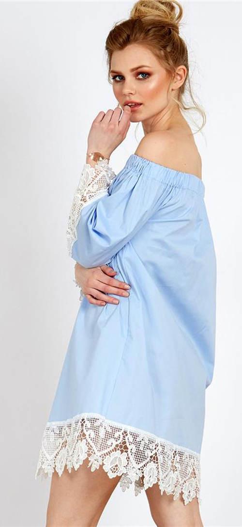 Světle modrá tunika s bílou krajkou