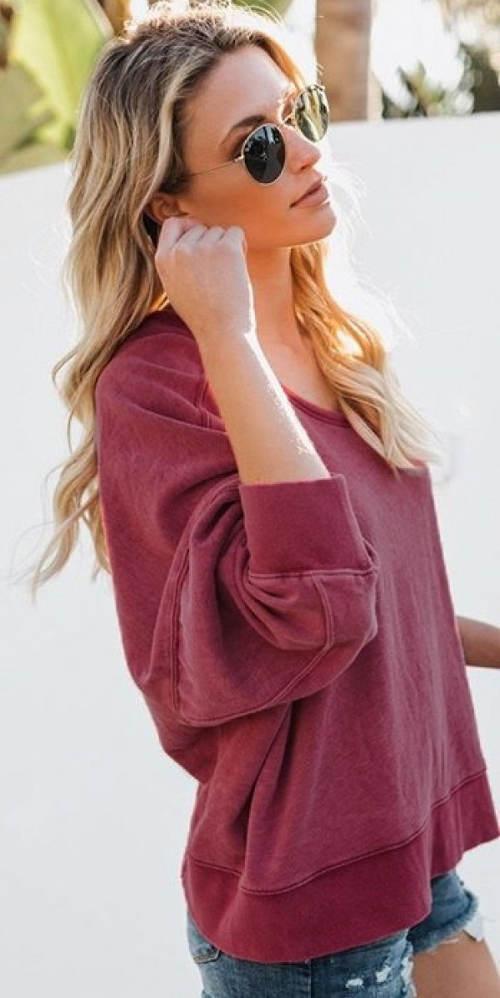 Vínový pulovr s překladem na zádech