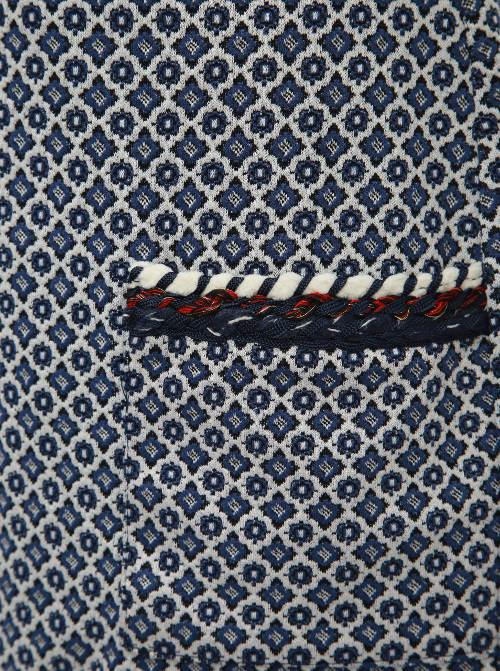 Vyrazné kapsy na tunice