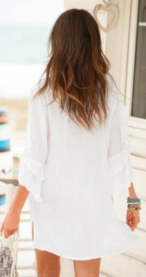 Bílá tunika na dovolenou k moři