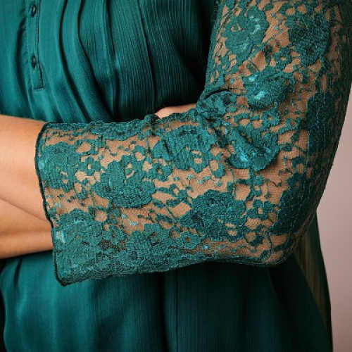 Dámská zelená halenka s krajkovými rukávy