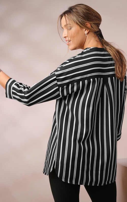 Černobílá pruhovaná košile