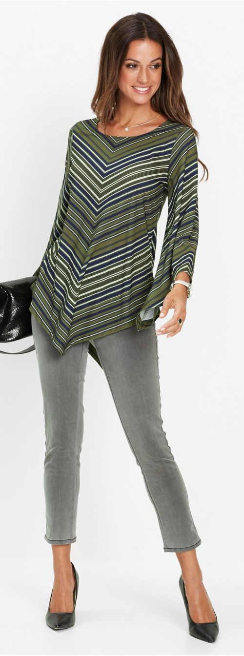 Pruhovaná tunika k šedým džínám