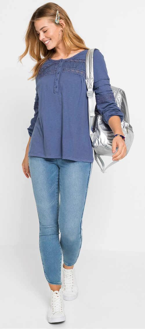 Modrá dámská tunika s krajkou