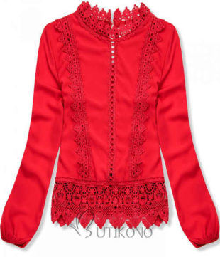 Červená dámská halenka s háčkovanou krajkou