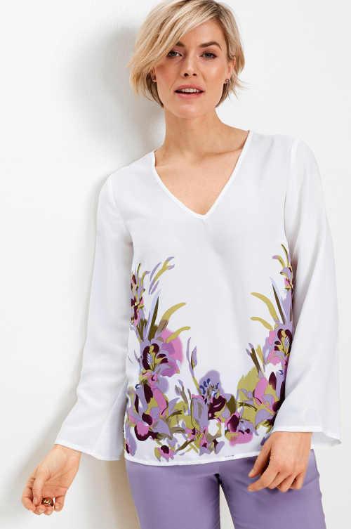 Bílá tričková halenka s výrazným květinovým potiskem