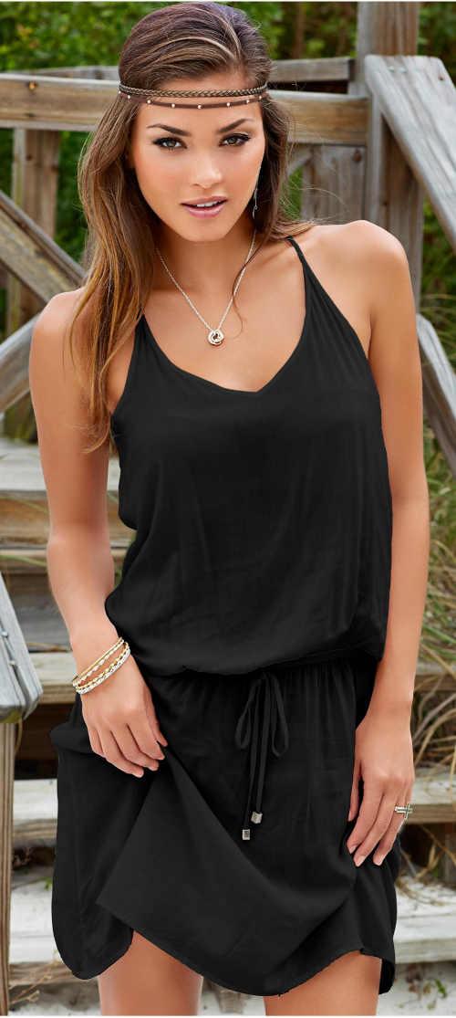Černé plážové šaty na tenká ramínka a se stažením v pase