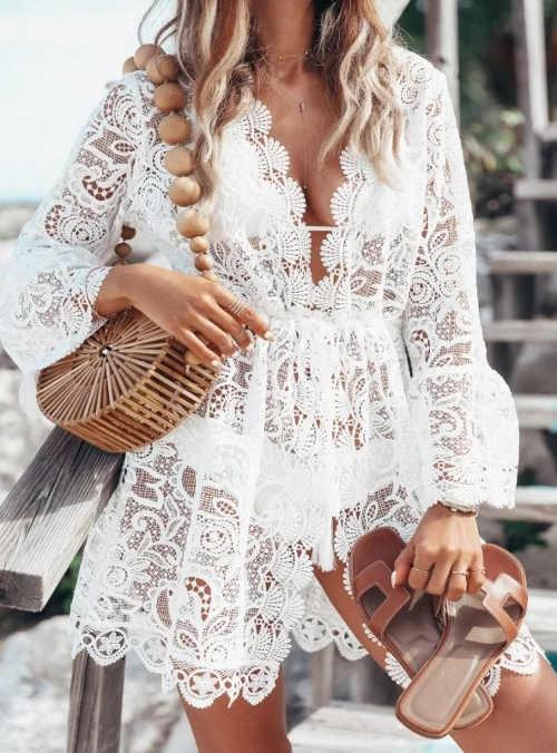 Háčkované bílé plážové šaty z průsvitné krajky