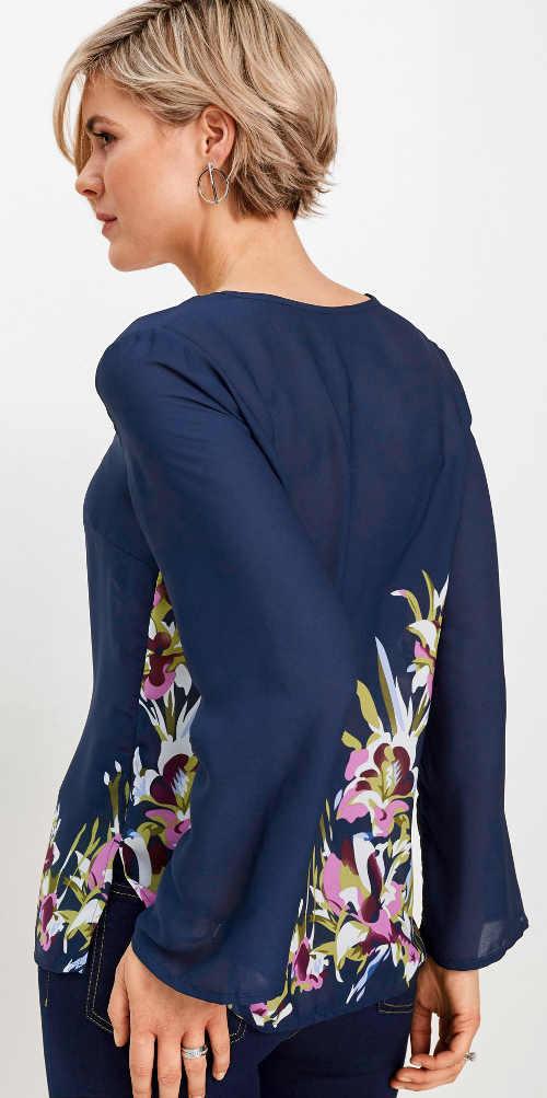 Modrá šifonová halenka s květinovým potiskem