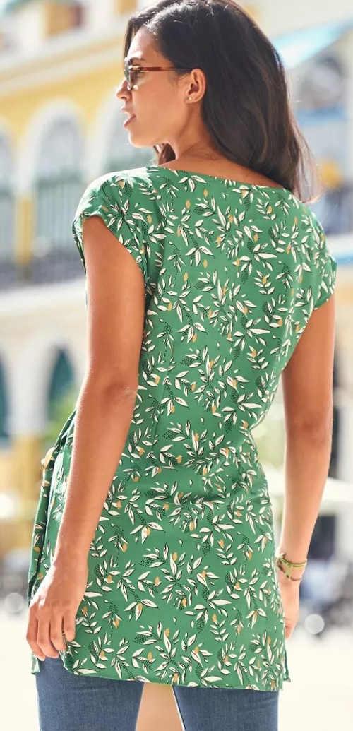 Prodloužené zelené letní tričko pro plnoštíhlé