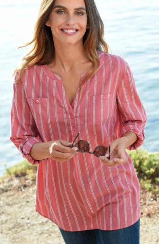 Pruhovaná košilová dámská halenka s náprsními kapsami