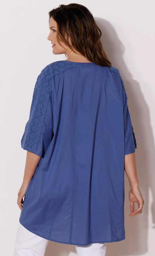 Volná modrá prodloužená dámská tunika s tříčtvrtečními rukávy