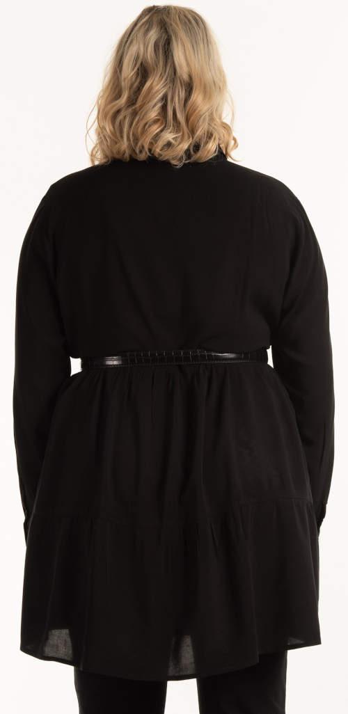 Černá halenka nadměrných velikostí s páskem