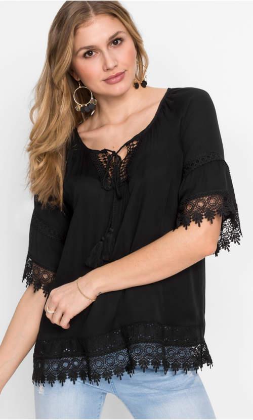 Jednobarevná černá halenka s krajkovými lemy