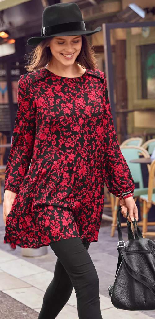Rozšířená tunika s červeno-černým potiskem květin