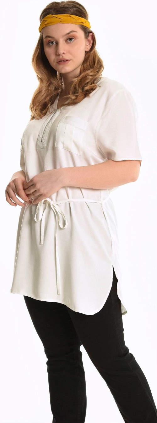 Bílá viskózová tunika pro plnoštíhlé se stahovacím páskem